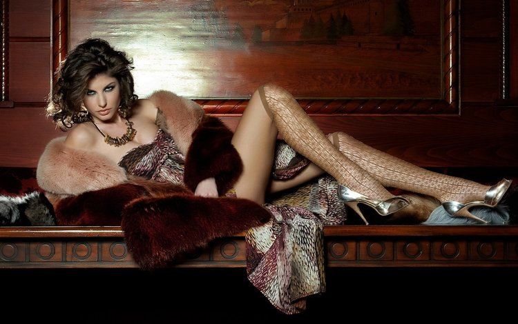 поза, чулочки, взгляд, модель, ножки, мех, ожерелье, носик, туфельки, pose, stockings, look, model, legs, fur, necklace, spout, shoes
