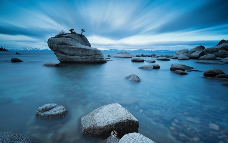 небо, пресное озеро тахо, озеро, камни, берег, сша, калифорния, штат, горный хребет сьерра-невада, the sky, fresh lake tahoe, lake, stones, shore, usa, ca, state, mountain range sierra nevada