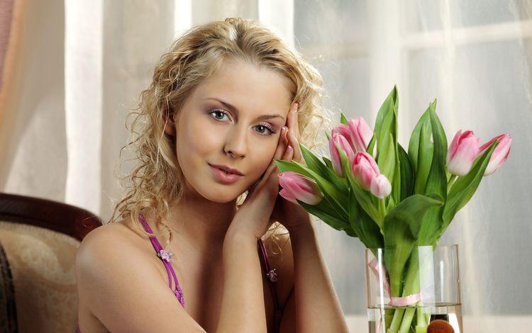 цветы, девушка, блондинка, модель, букет, тюльпаны, ваза, flowers, girl, blonde, model, bouquet, tulips, vase