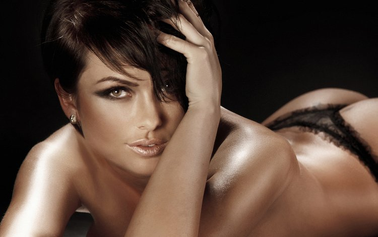 девушка, карие глаза, лежит, спина, волосы, руки, макияж, тени, стрижка, girl, brown eyes, lies, back, hair, hands, makeup, shadows, haircut