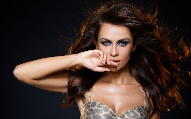 девушка, маникюр, портрет, голубоглазая, взгляд, волосы, лицо, макияж, губки, шатенка, girl, manicure, portrait, blue-eyed, look, hair, face, makeup, sponge, brown hair