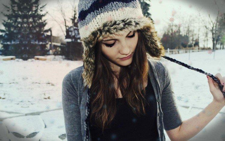 снег, красивая, елка, зима, девушка, взгляд, лицо, кофта, шапка, snow, beautiful, tree, winter, girl, look, face, jacket, hat