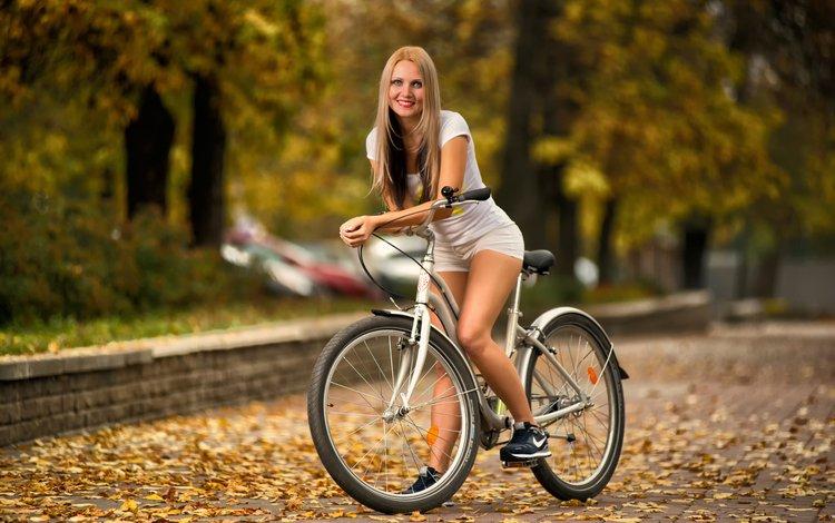 smile, autumn, bike, shorts, street photography, anton pechkurov