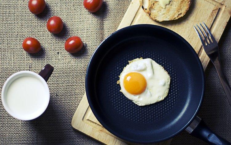 утро, кубок, еда, яичница, кружка, глазунья, завтрак, вишенка, молоко, помидорами, молока, вилки, яицо, помидоры, яйцо, morning, cup, food, scrambled eggs, mug, eggs, breakfast, cherry, milk, fork, tomatoes, egg