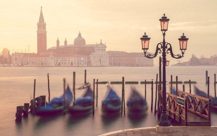 город, гондолы, лодки, венеция, канал, дома, набережная, фонарь, италия, the city, gondola, boats, venice, channel, home, promenade, lantern, italy
