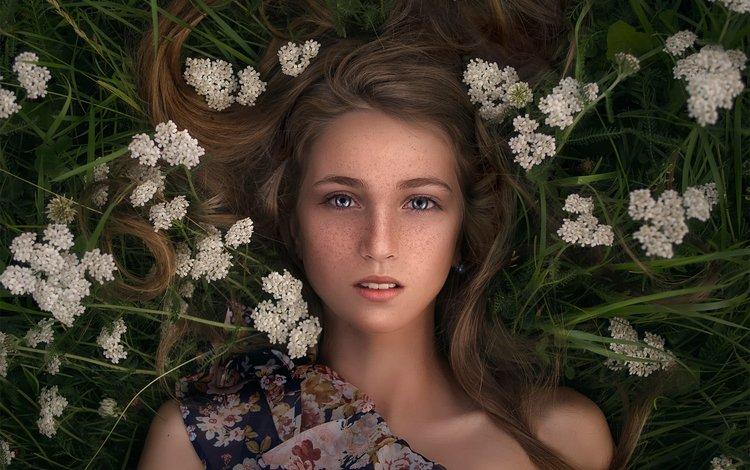 цветы, трава, девушка, лежит, вгляд, веснушки, katie melman, flowers, grass, girl, lies, peer, freckles