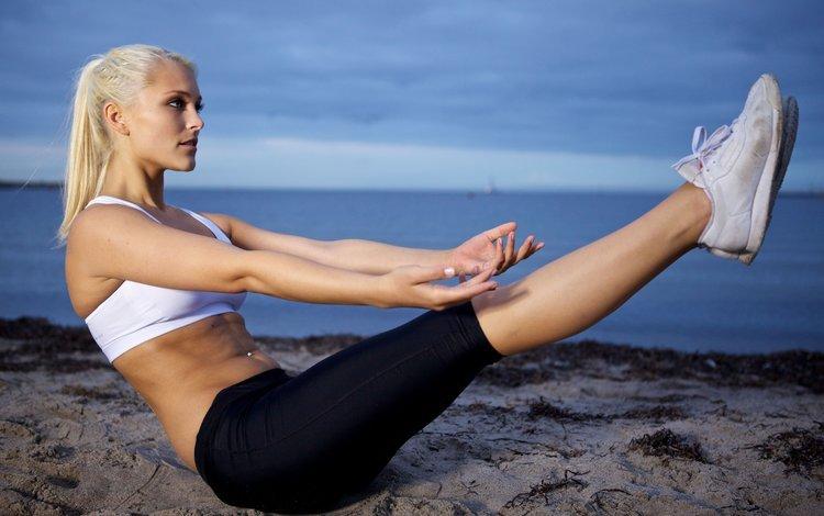 девушка, море, блондинка, песок, пляж, фитнес, песка, кубики пресса, тренировки, workout, girl, sea, blonde, sand, beach, fitness, abs