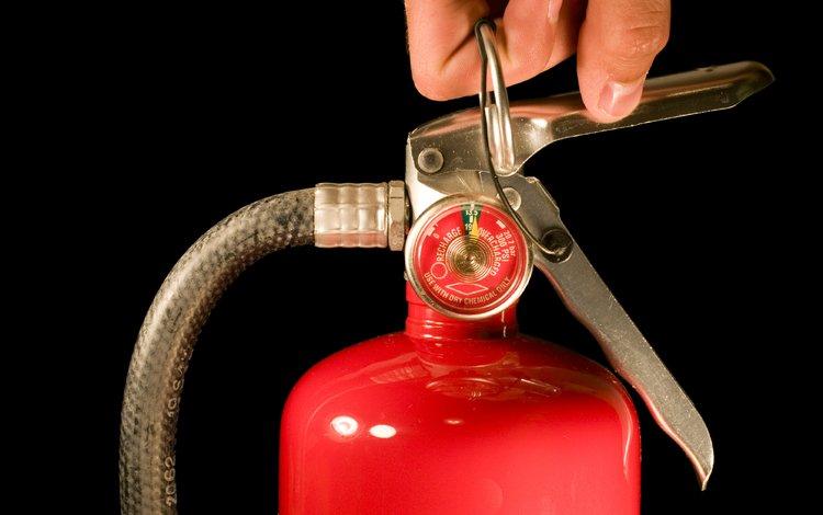 рука, красный, пальцев, краcный, fire extinguisher, огнетушитель, вентиль, hand, red, fingers, a fire extinguisher, valve