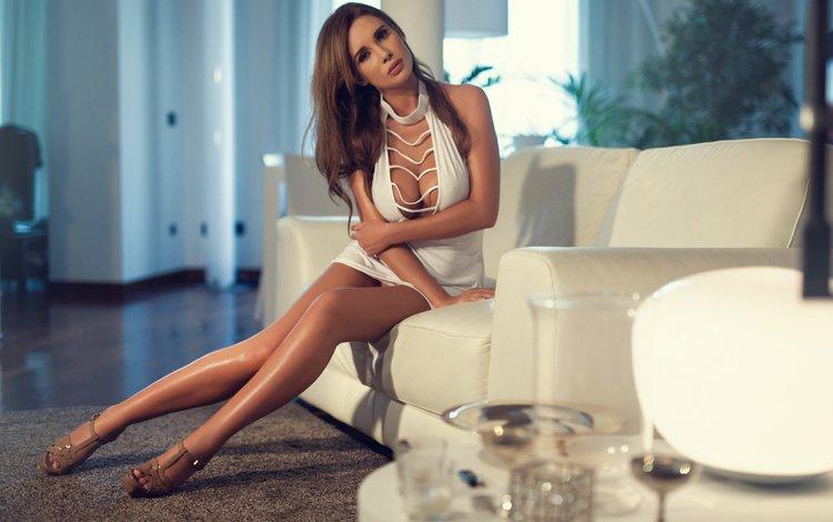 девушка, gевочка, kirstin, платье, модел, брюнетка, ножки, милая, белое, диван, красивая, girl, dress, model, brunette, legs, sweetheart, white, sofa, beautiful