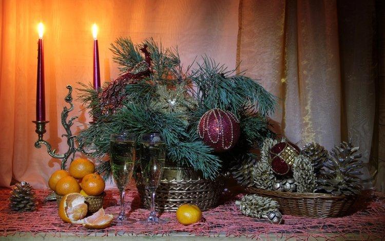 свечи, игрушки, бокалы, шишки, мандарины, сосна, candles, toys, glasses, bumps, tangerines, pine