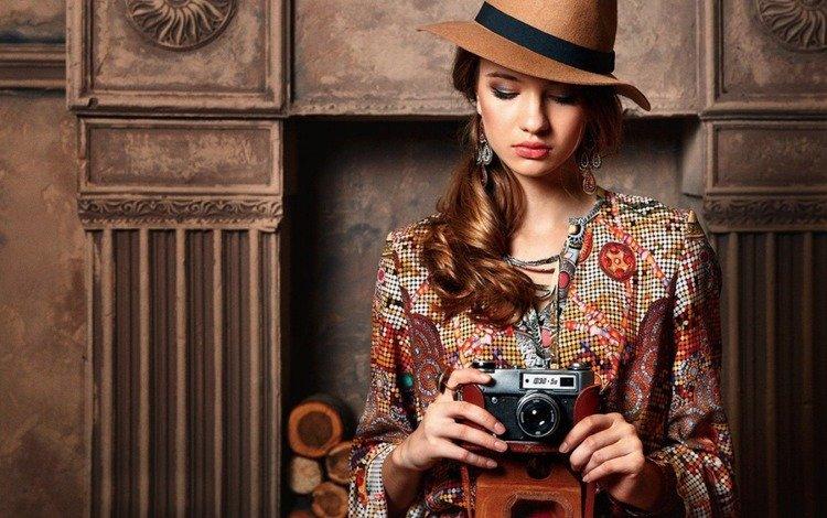 девушка, портрет, взгляд, модель, фотоаппарат, волосы, лицо, шляпа, girl, portrait, look, model, the camera, hair, face, hat