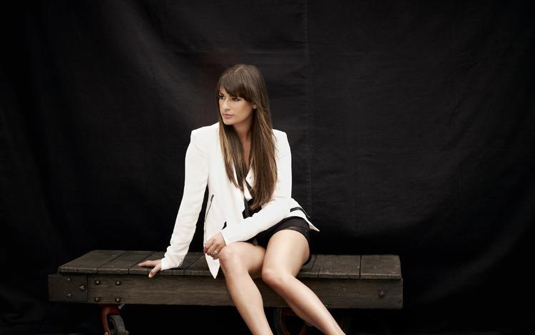 девушка, лиа мишель, поза, брюнетка, взгляд, ножки, лицо, актриса, длинные волосы, girl, lea michele, pose, brunette, look, legs, face, actress, long hair