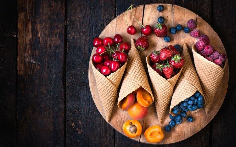 малина, парное, клубника, черешня, абрикос, ягоды, лесные ягоды, черника, рожок, вафли, waffles, raspberry, fresh, strawberry, cherry, apricot, berries, blueberries, horn