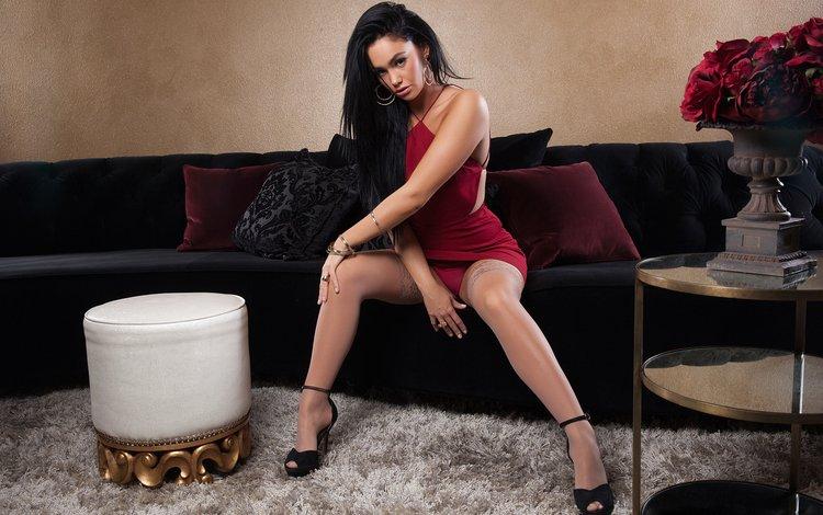 девушка, плейбой, платье, gевочка, playboyplus, брюнетка, сексапильная, модель, kristie taylor, модел, ножки, чулки, диван, гламур, girl, playboy, dress, brunette, sexy, model, legs, stockings, sofa, glamour