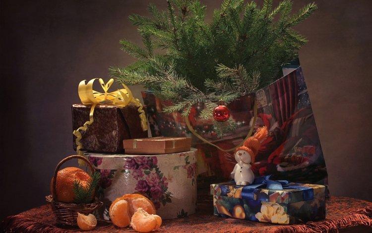 подарки, снеговик, ель, игрушки, праздник, мандарин, еловая ветка, gifts, snowman, spruce, toys, holiday, mandarin, spruce branch