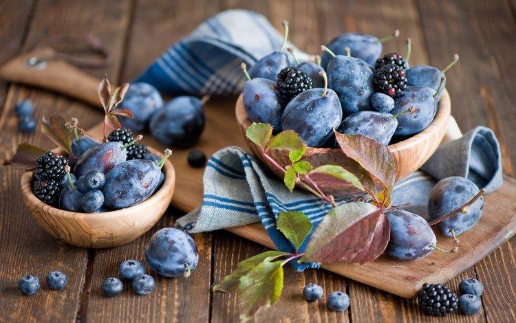 листья, виноградные, фрукты, стол, ягоды, черника, посуда, ежевика, сливы, leaves, grape, fruit, table, berries, blueberries, dishes, blackberry, plum