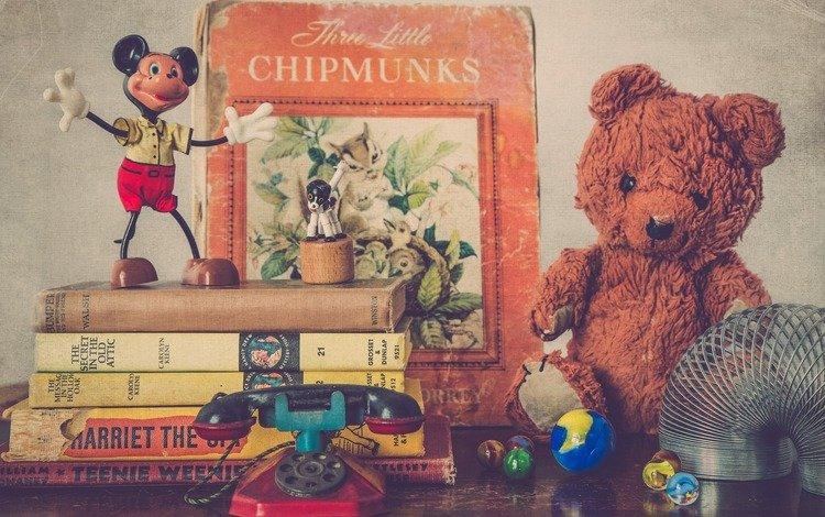 книги, игрушки, детство, микки маус, плюшевый мишка, books, toys, childhood, mickey mouse, teddy bear