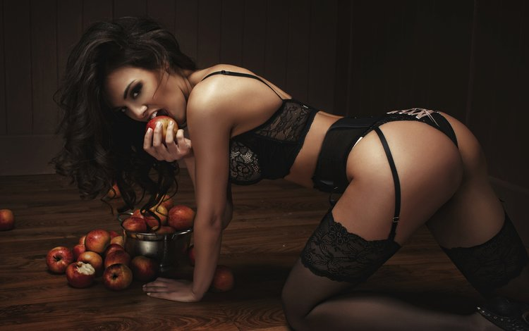 поза, прикладом, взгляд, настольная, жопа, fruits, брюнет, boobs, дамское белье, эппл, сексапильная, pose, butt, look, table, ass, brunette, lingerie, apple, sexy