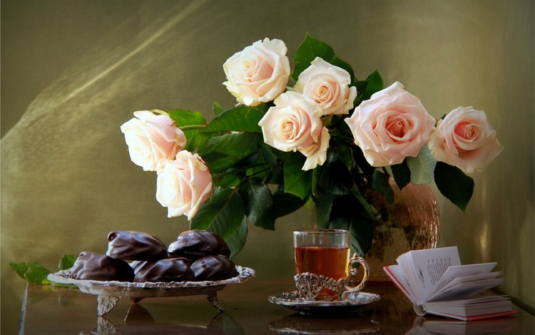 розы, букет, чай, шоколад, книга, зефир, натюрморт, roses, bouquet, tea, chocolate, book, marshmallows, still life