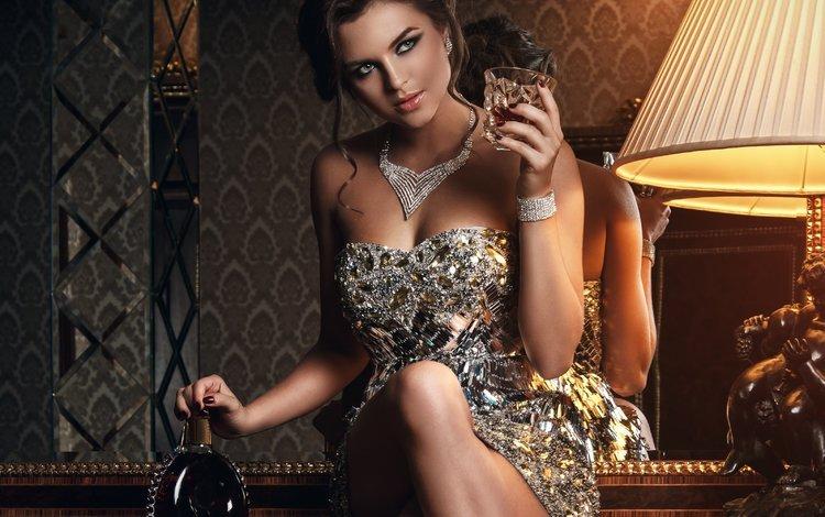 украшения, девушка, отражение, платье, поза, взгляд, зеркало, алкоголь, decoration, girl, reflection, dress, pose, look, mirror, alcohol