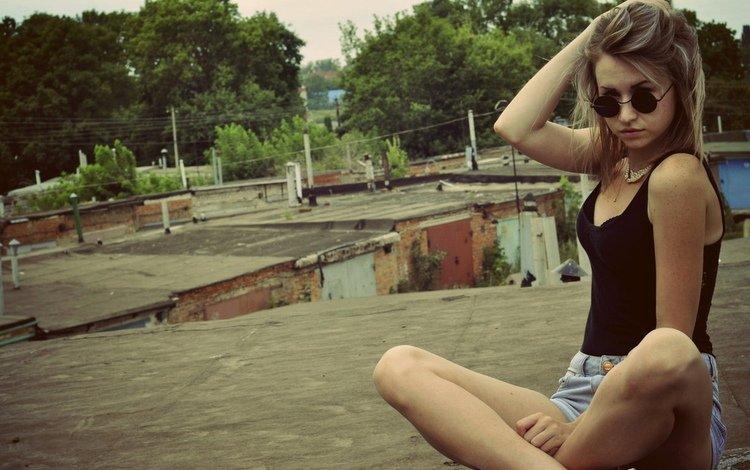 девушка, майка, фон, поза, очки, модель, грудь, ножки, волосы, girl, mike, background, pose, glasses, model, chest, legs, hair