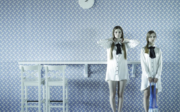 девушки, комната, бутылки, молоко, авоська, girls, room, bottle, milk, the bag