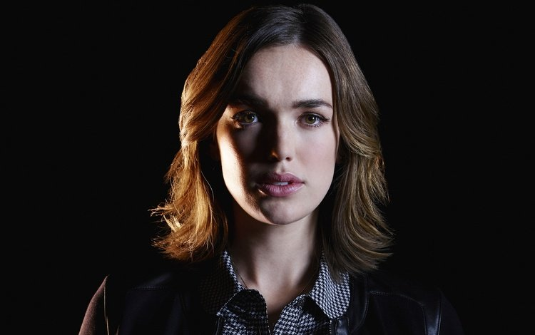 "agents of shield, agent jemma simmons, elizabeth henstridge, agents ""sch.and.t."""