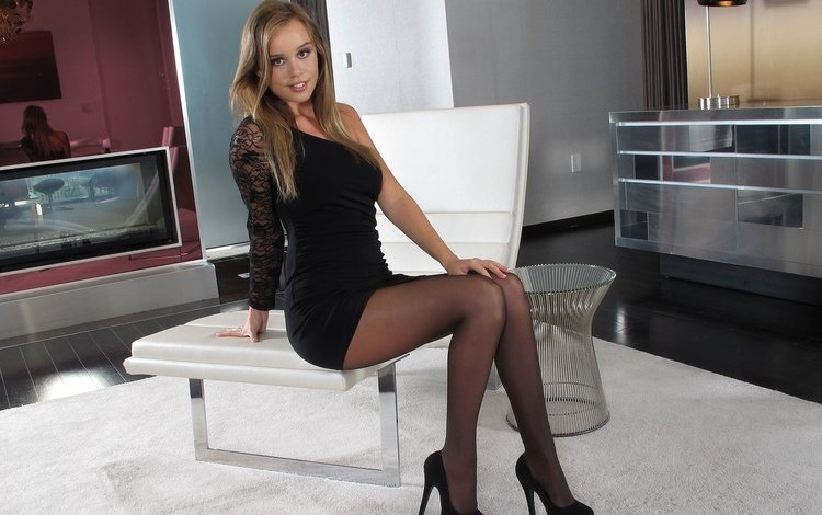 девушка, туфли, платье, секси, улыбка, сиськи, модель, голая, ноги, смайл, boobs, ножки, без задних ног, gевочка, чулки, сексапильная, каблуки, girl, shoes, dress, sexy, smile, tits, model, naked, feet, legs, stockings, heels
