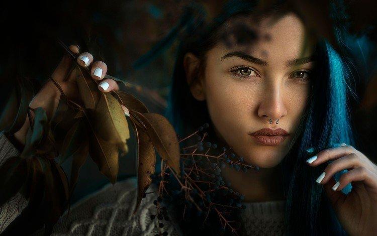 листья, девушка, портрет, волосы, лицо, синие, крашеные, белые ногти, leaves, girl, portrait, hair, face, blue, painted, white nails