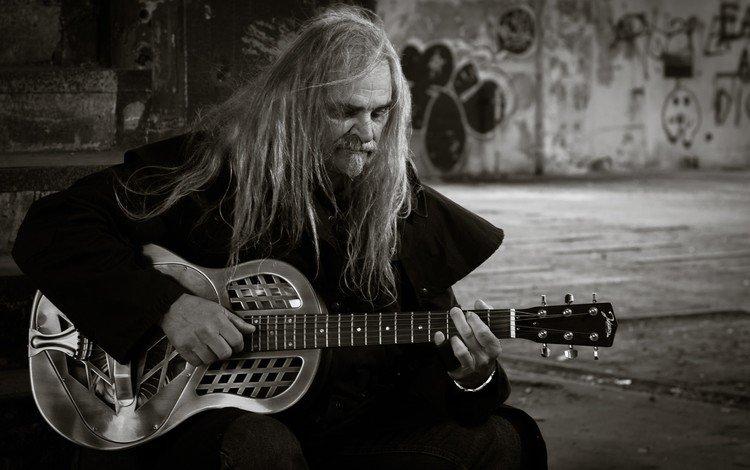 гитара, музыка, чёрно-белое, рок, мужчина, гитарист, уличный музыкант, guitar, music, black and white, rock, male, guitarist, street musician