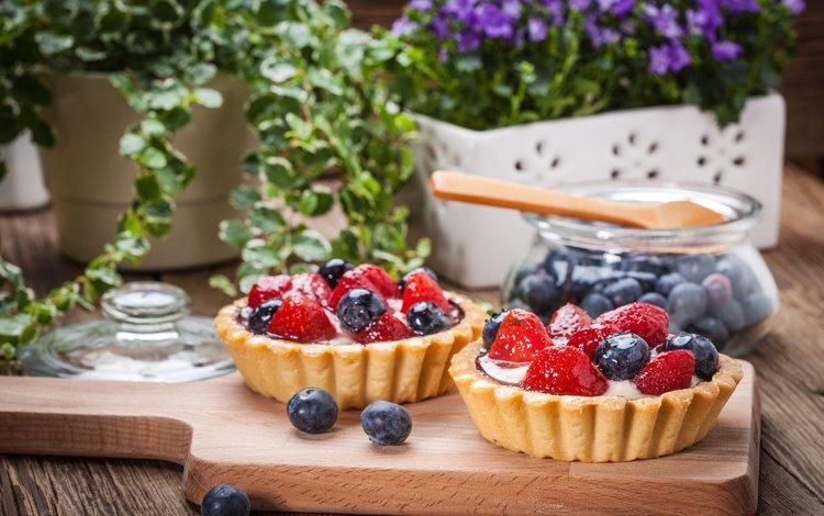 клубника, сладенько, ягоды, тарт, лесные ягоды, крем, черника, сладкое, корзинка, десерт, тарталетка, аппетитная, delicious, strawberry, berries, tart, cream, blueberries, sweet, basket, dessert, tartlet