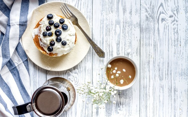 ягоды, черника, завтрак, блины, дерева, какао, berries, blueberries, breakfast, pancakes, wood, cocoa