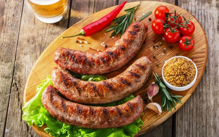 листья, специи, доска, колбаски, овощи, мясо, пиво, помидоры, перец, салат, leaves, spices, board, sausages, vegetables, meat, beer, tomatoes, pepper, salad
