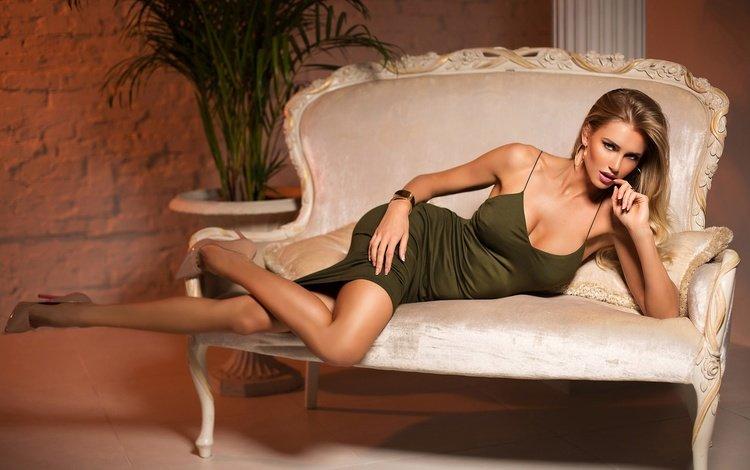 девушка, поза, блондинка, взгляд, ноги, волосы, зеленое платье, girl, pose, blonde, look, feet, hair, green dress