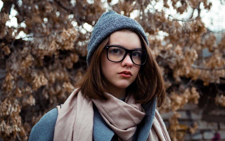 девушка, шапка, настроение, портрет, взгляд, очки, улица, модель, весна, girl, hat, mood, portrait, look, glasses, street, model, spring