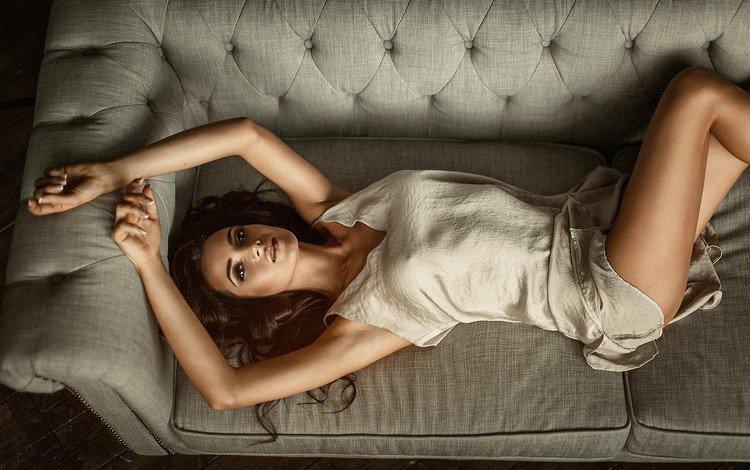 девушка, платье, портрет, вид сверху, взгляд, волосы, диван, girl, dress, portrait, the view from the top, look, hair, sofa