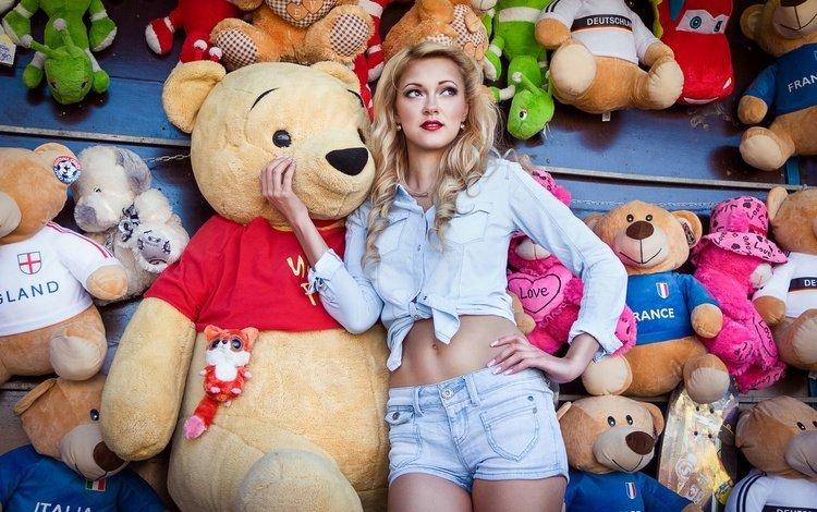 девушка, блондинка, мишки, игрушки, рубашка, шорты, girl, blonde, bears, toys, shirt, shorts