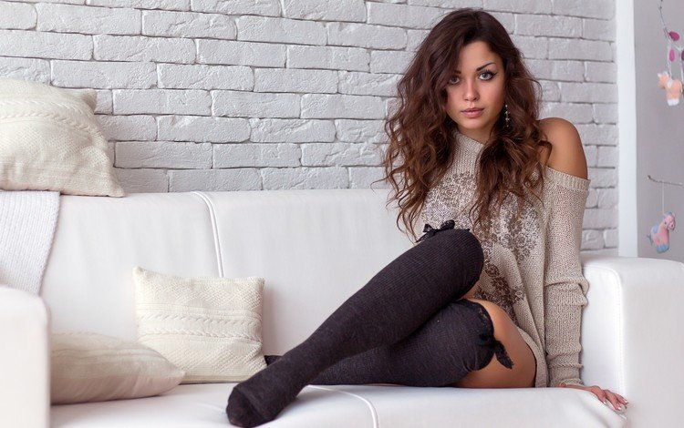 девушка, взгляд, волосы, диван, длинные волосы, гольфы, сидя, girl, look, hair, sofa, long hair, knee, sitting