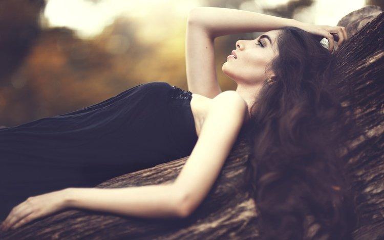 дерево, девушка, платье, брюнетка, профиль, плечи, ствол, tree, girl, dress, brunette, profile, shoulders, trunk