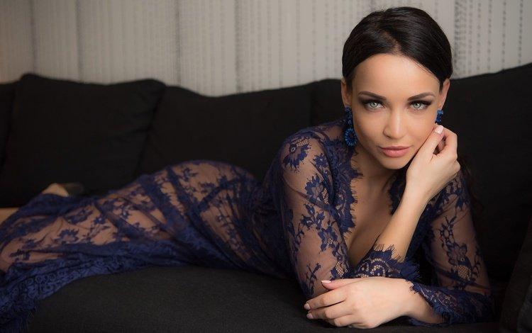 платье, ангелина петрова, поза, брюнетка, взгляд, лежит, модель, макияж, на диване, dress, angelina petrova, pose, brunette, look, lies, model, makeup, on the couch