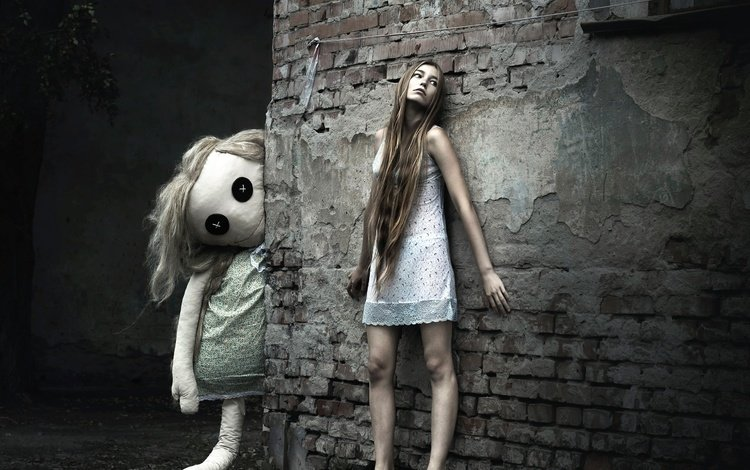 girl, the city, wall, sleep, doll, nightie, barefoot, photographer olga kiseleva, a somnambulist.nadia
