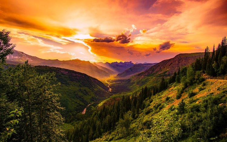 закатное небо в горах