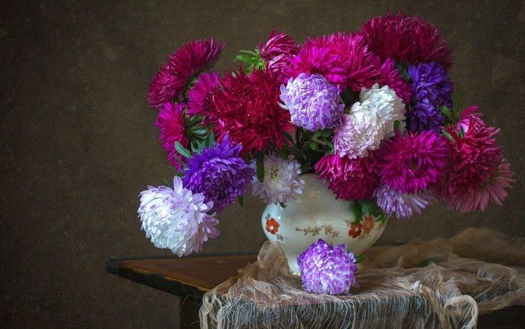 цветы, ткань, ваза, столик, натюрморт, астры, flowers, fabric, vase, table, still life, asters