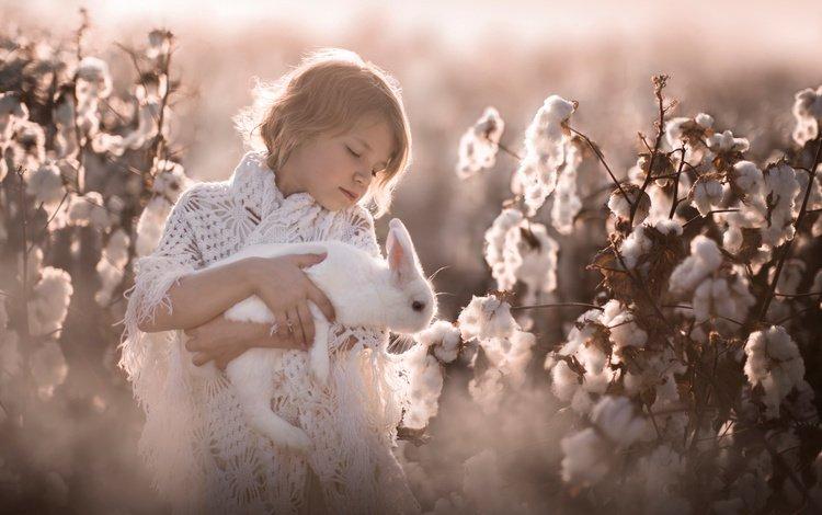 природа, шаль, ветки, sveta butko, кусты, девочка, ребенок, кролик, животное, хлопок, nature, shawl, branches, the bushes, girl, child, rabbit, animal, cotton