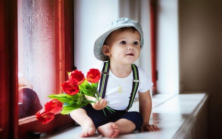 цветы, подоконник, тюльпаны, olga nikulochkina, штанишки, ребенок, окно, мальчик, футболка, кепка, подтяжки, flowers, sill, tulips, pants, child, window, boy, t-shirt, cap, braces