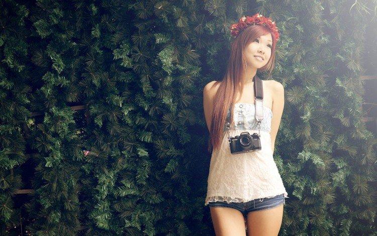 девушка, настроение, улыбка, взгляд, фотоаппарат, азиатка, шорты, girl, mood, smile, look, the camera, asian, shorts