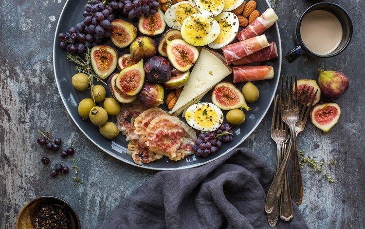 виноград, фрукты, сыр, яйца, инжир, бекон, grapes, fruit, cheese, eggs, figs, bacon