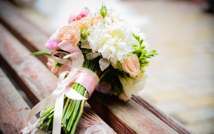цветы, скамейка, букет, ленточка, композиция, свадебный букет, flowers, bench, bouquet, ribbon, composition, wedding bouquet