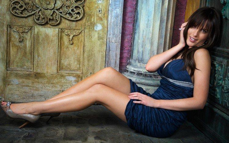 девушка, платье, брюнетка, взгляд, сидит, волосы, лицо, на полу, girl, dress, brunette, look, sitting, hair, face, on the floor