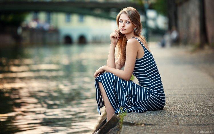 река, девушка, платье, блондинка, портрет, взгляд, модель, сидя, river, girl, dress, blonde, portrait, look, model, sitting